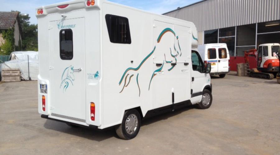 location camion van pour 2 chevaux locatou. Black Bedroom Furniture Sets. Home Design Ideas